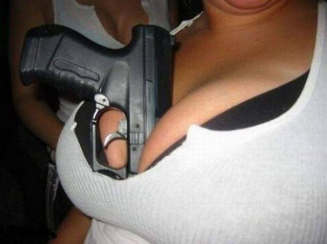 Женская грудь может служить разным целям