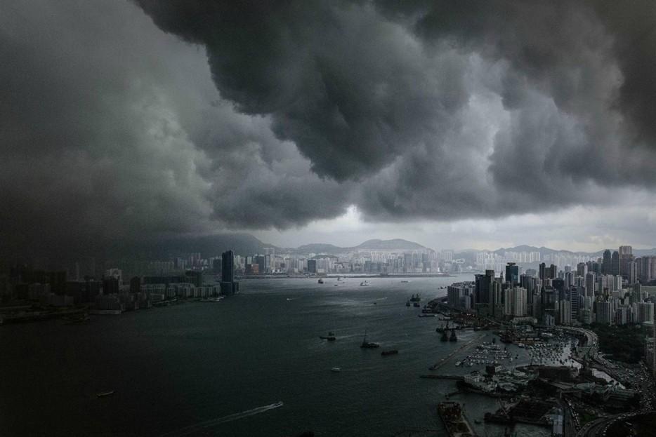 Когда небо сильно хмурится
