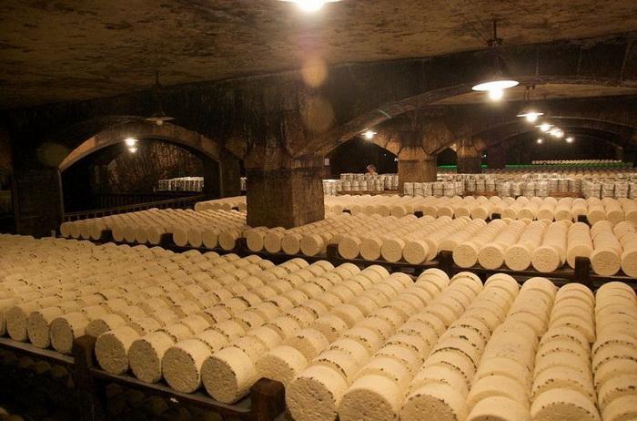 Сырные пещеры: как готовят рокфор