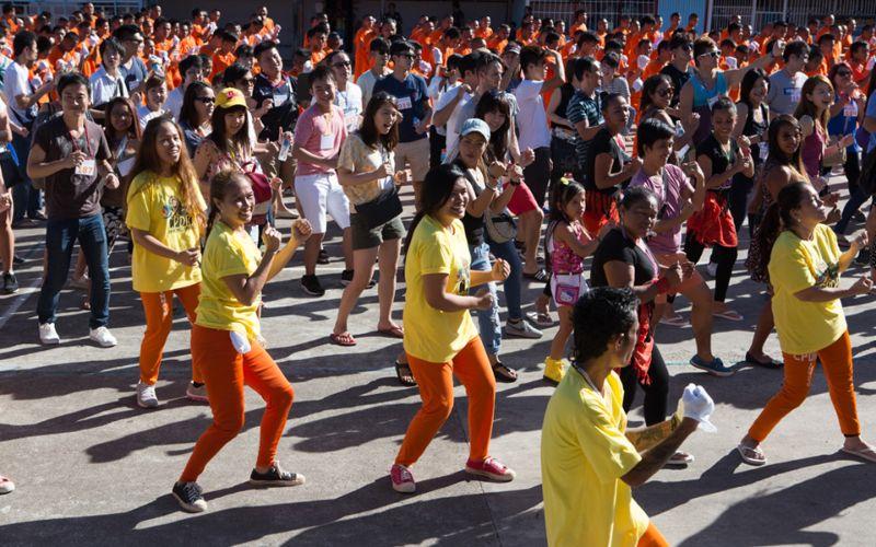 Танцующие заключенные филиппинской тюрьмы
