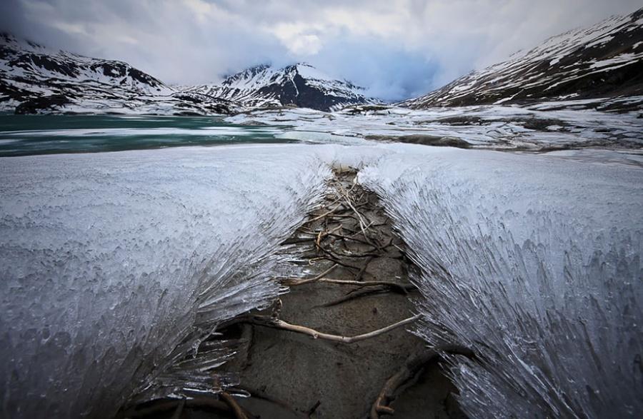 Лед и снег на рубеже зимы и весны