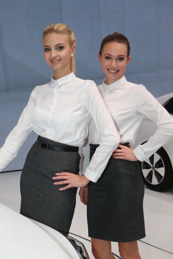 Девушки с Женевского автосалона 2016 года
