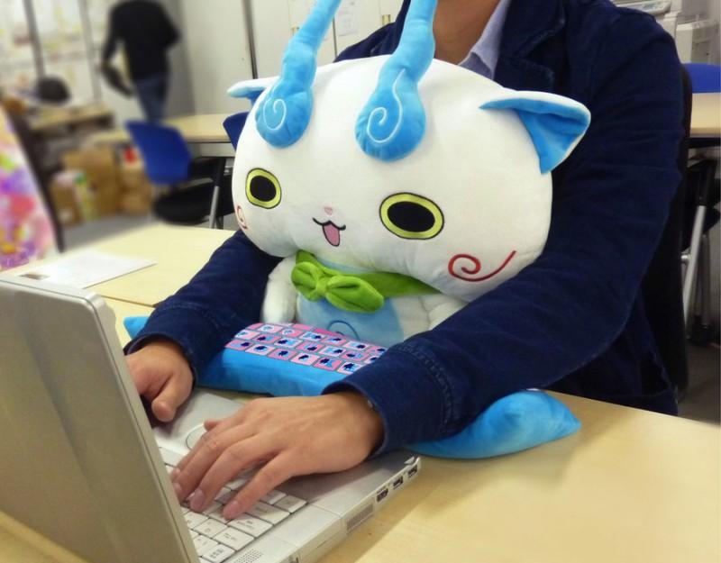 Милые японские подушки для здоровой работы за компьютером