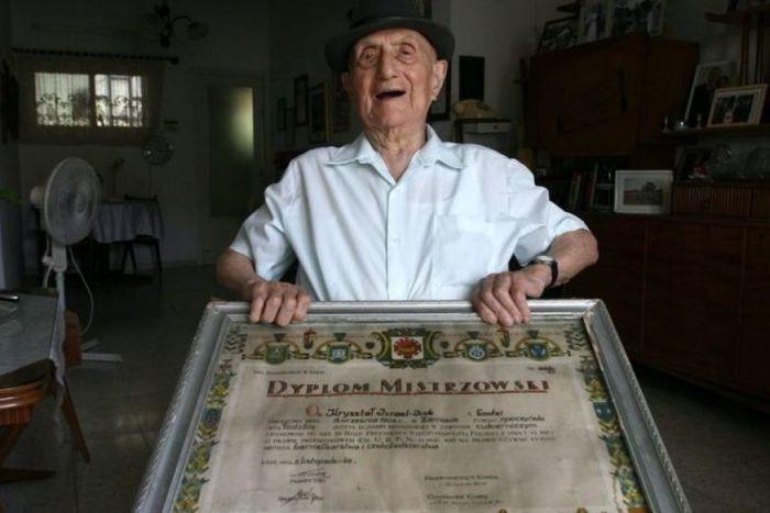 Самым старым мужчиной планеты признан 112-летний Исраэль Кристал
