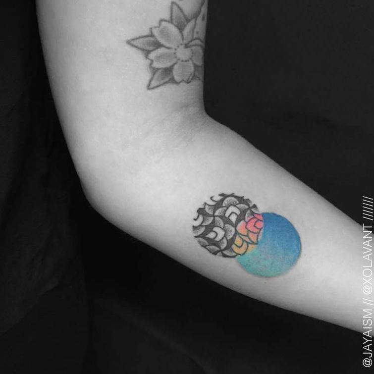 Красивые и сложные геометрические татуировки от Джайа Суартика