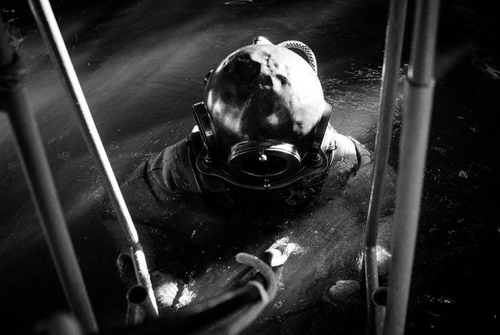 Тренировка военных водолазов в морской школе ДОСААФ