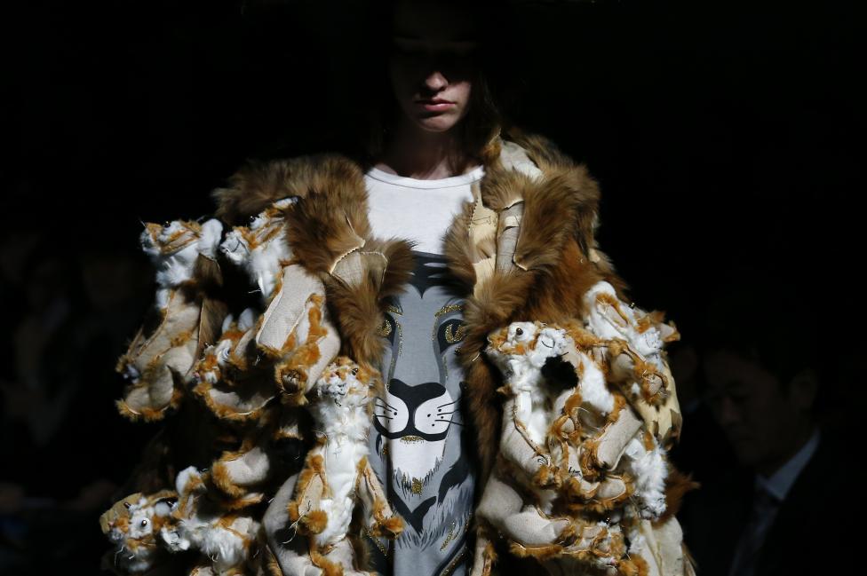 Эпатаж и буйство красок на Неделе моды в Токио 2016