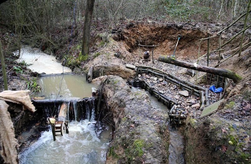 Отшельника, который построил крутую мазанку, выгнали из леса