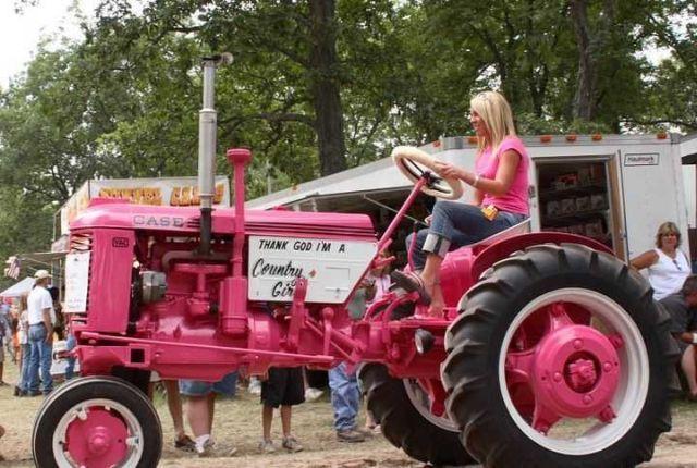 Прикольные фотографии с тракторами