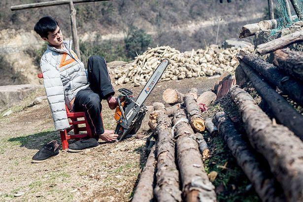Безрукий китаец живет полной жизнью