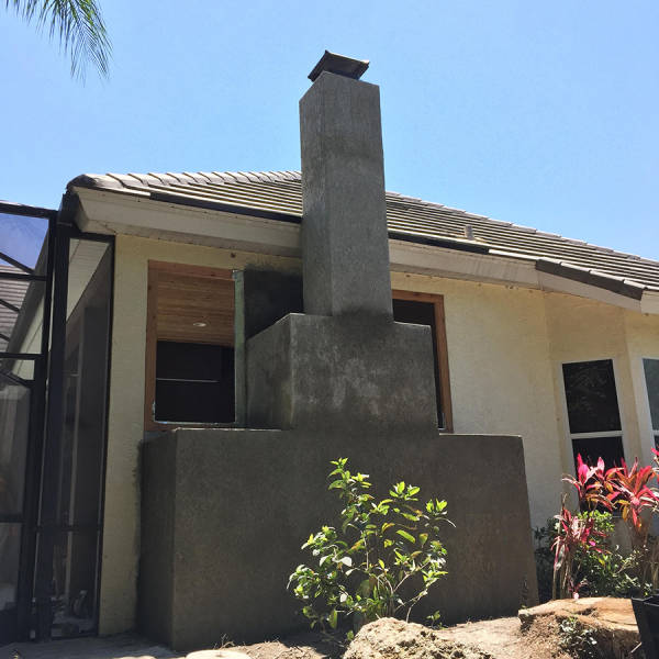 Идеальная зона для мужского отдыха на крыльце дома