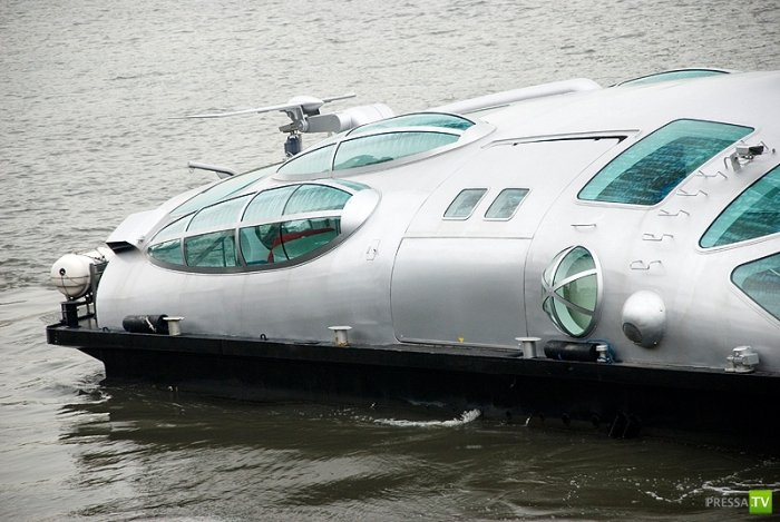 Космический речной трамвайчик в Японии