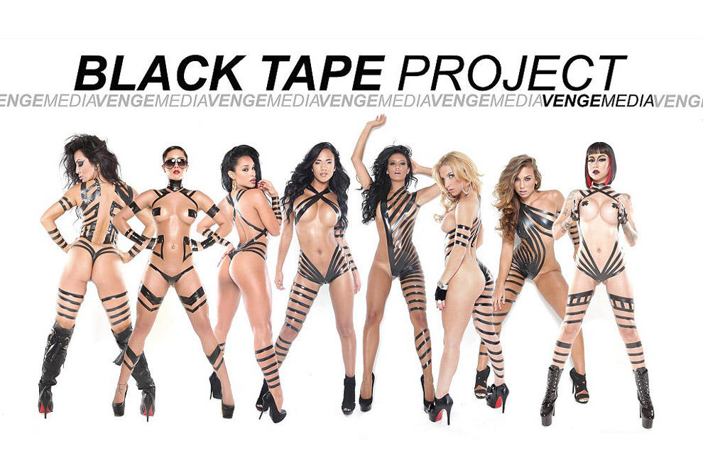 Девушки в нарядах из черного скотча: The Black Tape Project