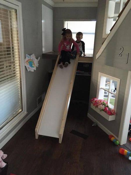 Отец построил домик для детей своими руками