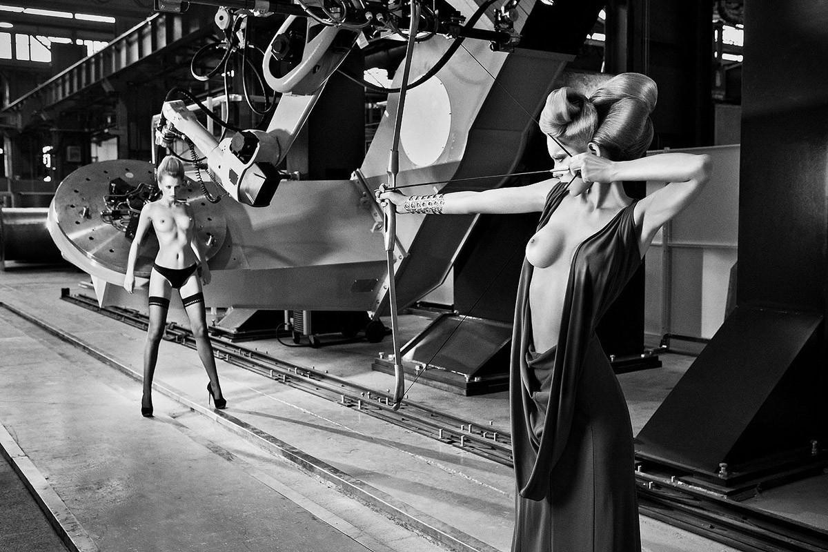 Динамичная красота в эротичных фотографиях Саймона Бродзиака