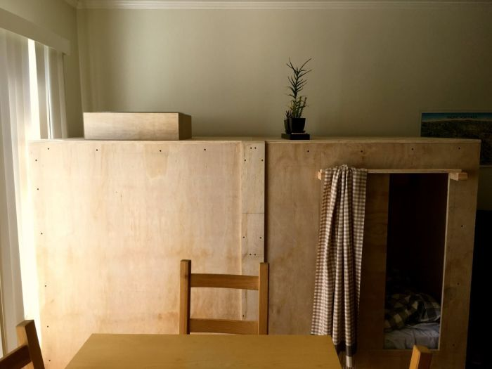 Дополнительное спальное место внутри комода