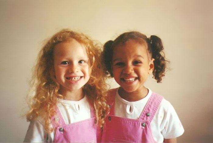Разноцветные сестры-двойняшки — редкий феномен