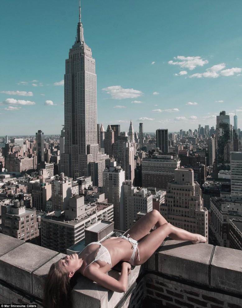 Красавицы на крышах небоскрёбов