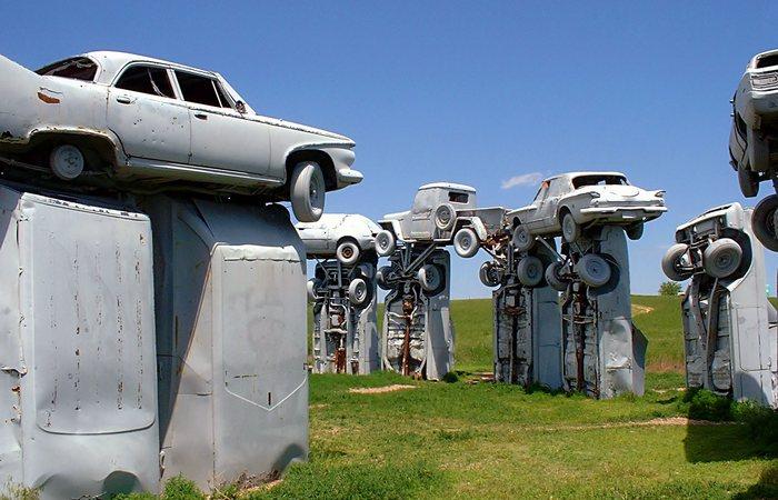 10 странных скульптур и памятников со всего мира