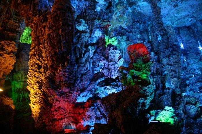 Живописная пещера Тростниковой флейты