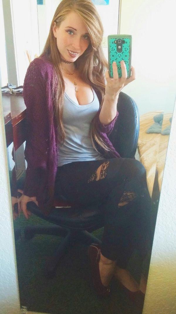 Красивые девушки и зеркальные селфи
