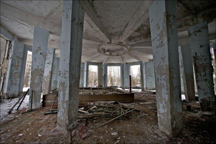 Зона отчуждения Чернобыльской АЭС 30 лет спустя