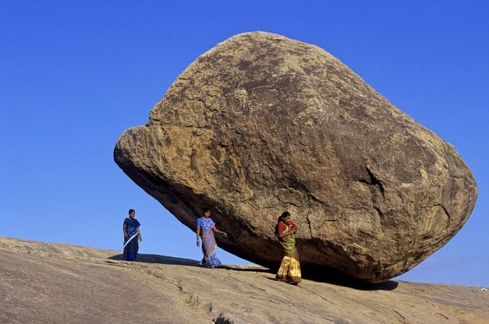 Камень, бросающий вызов законам физики
