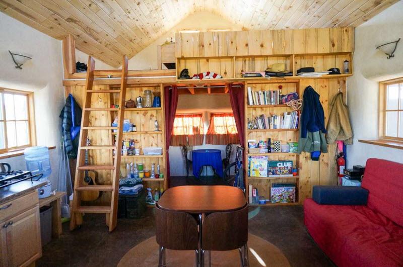 Небольшой дом из соломенных тюков в США