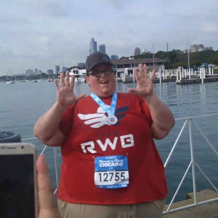 Парень весом в 250 кг вдохновляет людей своим примером