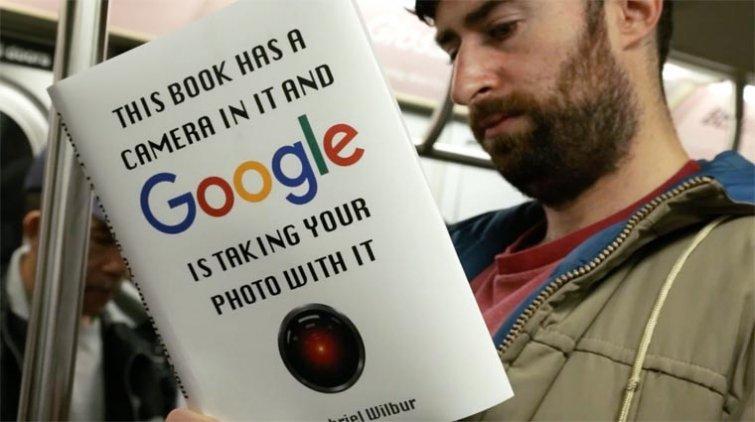 Розыгрыш в метро: шуточные поддельные обложки для книг