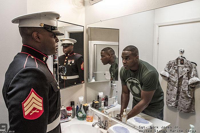 Военнослужащие в военной форме и без от Девина Митчелла