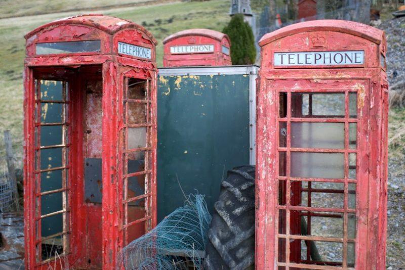 Кладбище классических телефонных будок в Великобритании