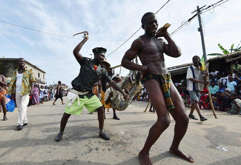 Красочный трэш на карнавале освобождения от рабства