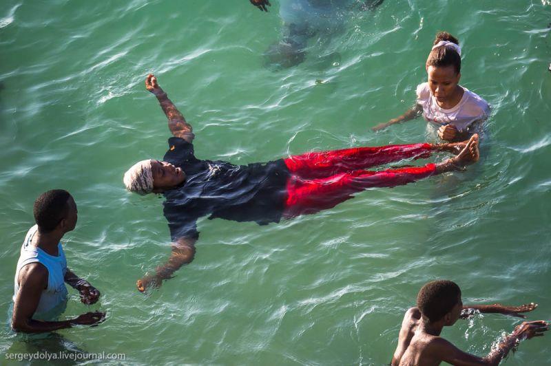 В чем купаются арабки