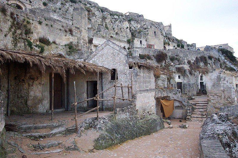 Древний пещерный город Матера