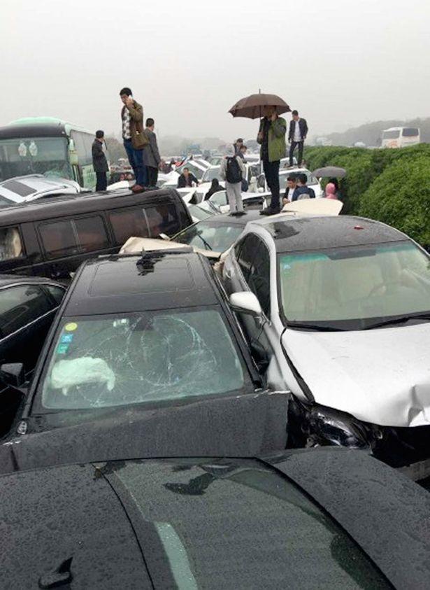 Из-за тумана и ливня в Китае произошло ДТП с полусотней машин