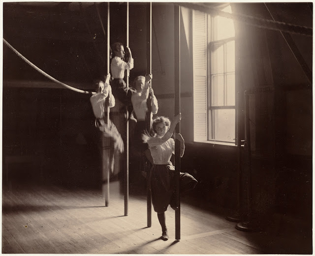 Как школьники занимались физкультурой в 1890-е годы в Бостоне