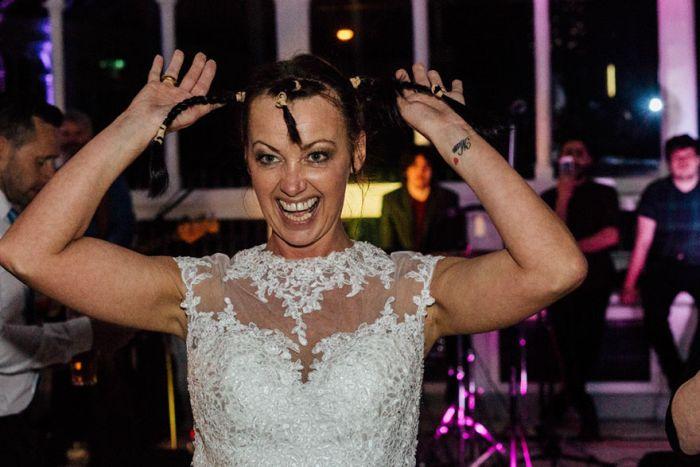 Невеста постриглась наголо, чтобы поддержать неизлечимо больного жениха