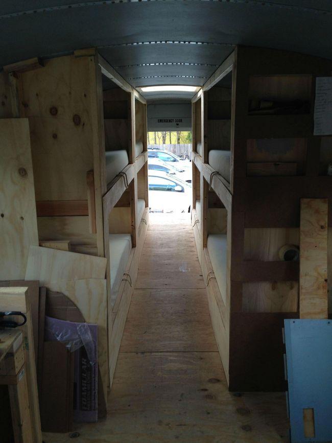 Эпичный дом на колесах из старого школьного автобуса