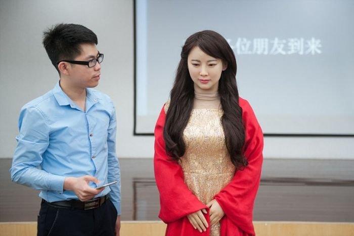 Китайцы представили нового робота-андроида Цзя Цзя