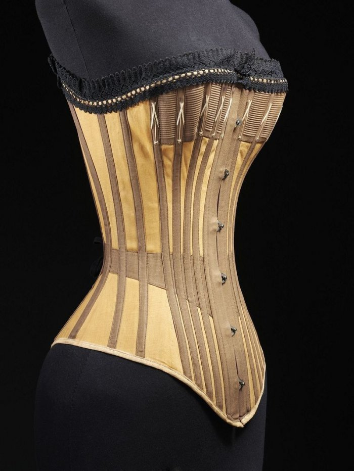 Выставка нижнего белья Undressed