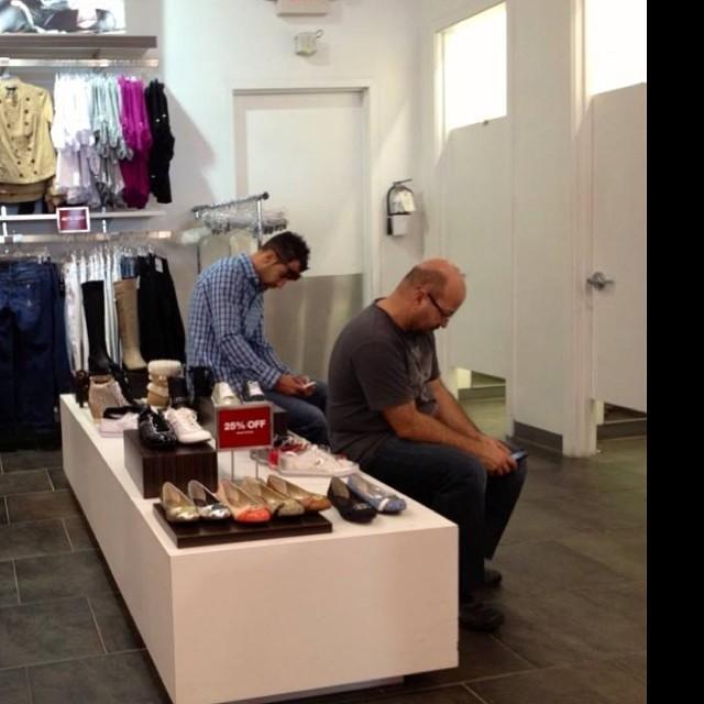 Мужчины в магазинах из Instagram