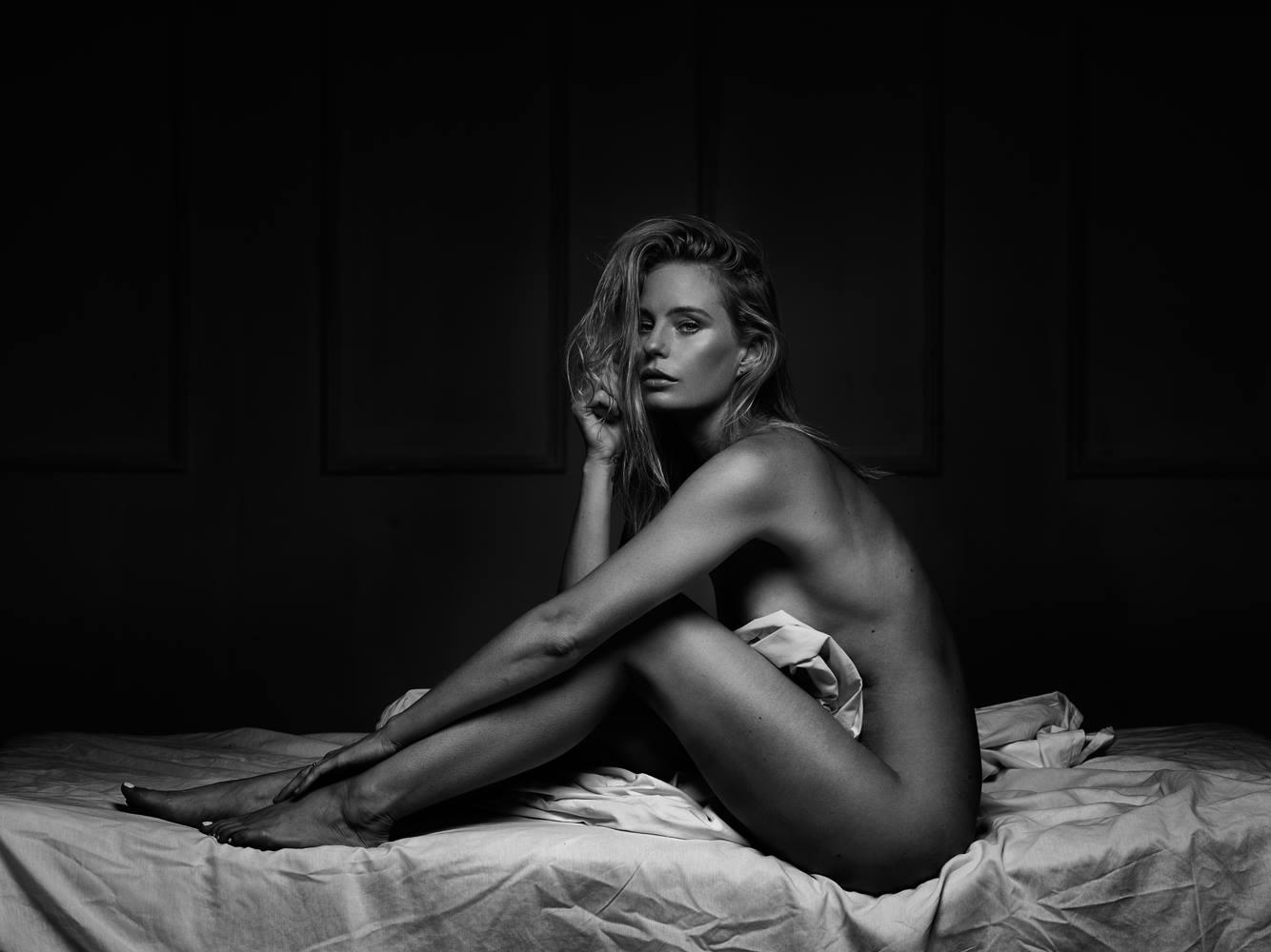 Чувственные фото девушек от Питера Коулсона