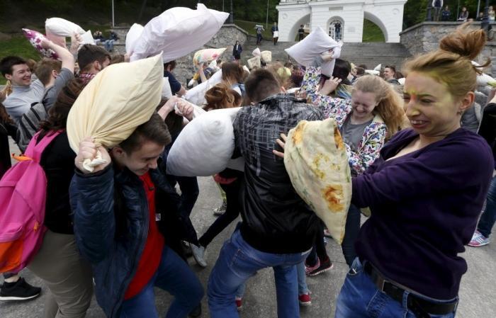 Масштабный бой подушками в Киеве