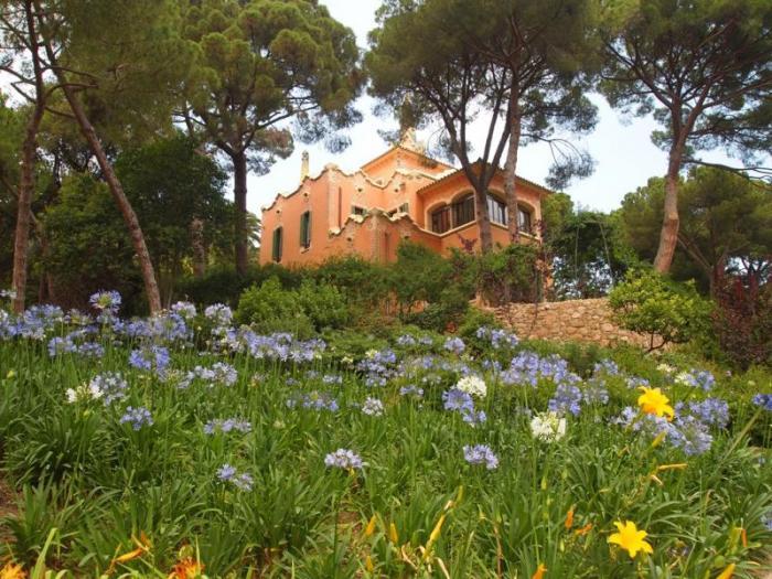 Невероятный парк Гуэля в Барселоне
