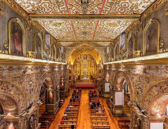 Золотые церкви Кито
