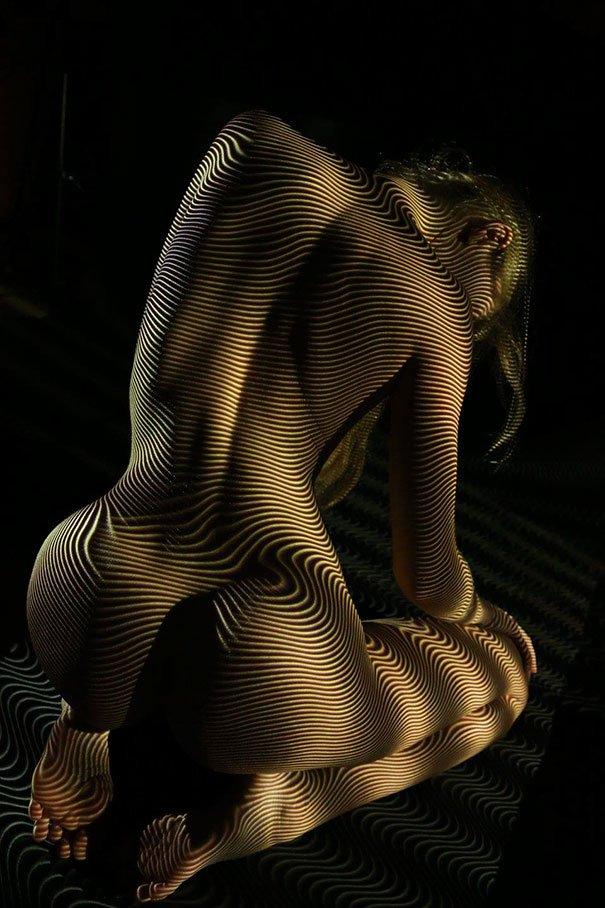 Сюрреалистические фотографии женского тела в одеянии из света и тени