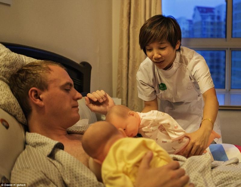 Мужчинам предложили пережить все прелести беременности