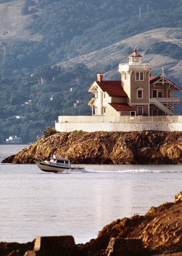 Отели в бывших маяках
