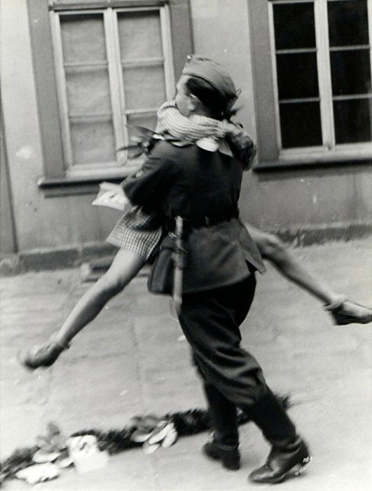 Фото влюбленных, сделанные в период Второй мировой войны